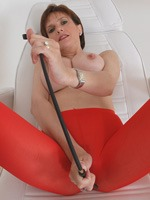 lady_sonia_in_red_pantyhose_1