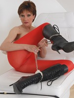 lady_sonia_in_red_pantyhose_7