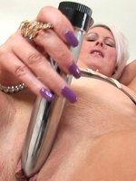 Sally-Taylor-Lady-Sonia-thumb-7