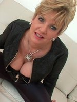beautiful-mature-lady-Sonia-th-2