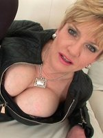 beautiful-mature-lady-Sonia-th-4