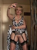 34-F-Cup-Milf-A-Ride-In-The-Lift-3